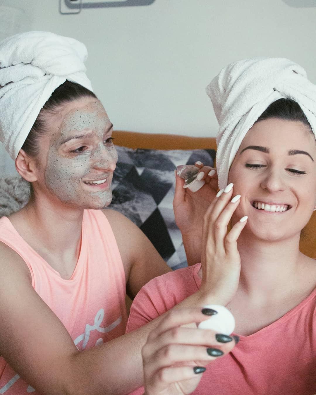 Neodoljiva 2 u 1 formulaciju za vašu kožu lica